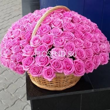 101 розовая роза в корзине